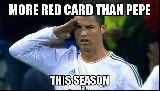"""Ảnh chế bóng đá vui: Ronaldo """"ăn"""" thẻ đỏ, Pepe mừng húm"""