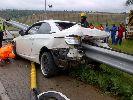 Chùm ảnh: Thanh barie xiên dọc xe, cầu thủ Nam Phi may mắn thoát chết