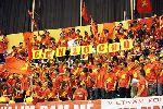 Chùm ảnh: Fan nữ bật khóc khi ĐT Việt Nam thua 15 bàn