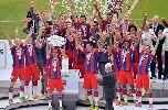 Bayern Munich ngập trong bia Đức ăn mừng chức vô địch Bundesliga