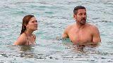 HLV Atletico đắm đuối bên người tình siêu mẫu