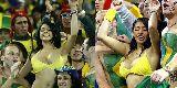 Chùm ảnh: Fan nữ nhảy nhót lộ vòng 1, Marcelo đá phản lưới nhà?