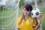 Chùm ảnh: Nữ sinh Ngoại thương cổ vũ Brazil, đoán Costa Rica vô địch
