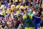Chùm ảnh: Chùm ảnh: Neymar lại nổ súng, Brazil đè bẹp Cameroon