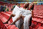 Chùm ảnh: Cổ động viên Pháp tốc váy cổ vũ cho thầy trò HLV Didier Deschamps