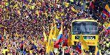 Chùm ảnh: Người hân hoan, kẻ cúi đầu khi trở về từ World Cup