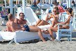 Chùm ảnh: 'Nửa kia' của hai sao Milan nóng bỏng trên bãi biển