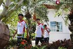 Chùm ảnh: U19 Việt Nam thăm đại sứ quán