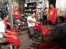 Chùm ảnh: Người Việt ở Brunei háo hức chuẩn bị cổ vũ đội nhà