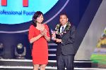 Chùm ảnh: Hoa khôi bóng chuyền trao giải cho cầu thủ số 1 V-League