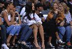 Chùm ảnh: Rihanna mặc ngắn cũn cỡn đi xem bóng rổ