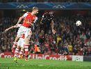 Sanchez giúp Arsenal đoạt vé dự vòng bảng Champions League