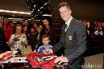 Torres đẹp trai như tài tử ra mắt Milan