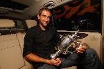 Chùm ảnh: Tân vô địch US Open bẽn lẽn bên cúp