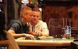 Chùm ảnh: Cầu thủ tàn tạ, trốn nợ thê thảm vì mê cờ bạc