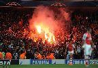 Chùm ảnh: CĐV Galatasaray 'phóng hỏa' Emirates bằng pháo sáng