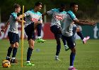 Chùm ảnh: Ronaldo bảnh bao ra sân tập luyện