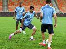 Chùm ảnh: Luis Suarez xin đi vệ sinh khi trận đấu đang diễn ra