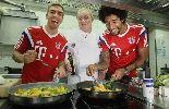 Chùm ảnh: Dàn sao Bayern Munich ngộ nghĩnh vào bếp