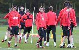 Man United nỗ lực tập luyện trước trận đại chiến