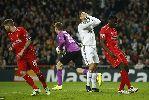 Trễ hẹn kỉ lục, Ronaldo buồn như... thua trận