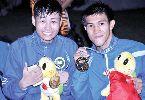 Võ sĩ Nguyễn Trần Duy Nhất vui chiến thắng cùng đồng đội trên biển Thái Lan