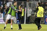 Chùm ảnh: Fan nữ khóc rưng rức khi gặp Ronaldo