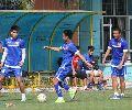 Chùm ảnh: Công Vinh ngồi ngoài trong bài tập đá bóng ma của tuyển Việt Nam