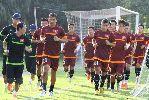 Chùm ảnh: Đội tuyển Việt Nam tập leo biên, chống bóng bổng trước Philippines