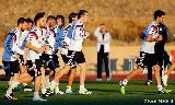 Chùm ảnh: Modric cổ vũ đồng đội Real Madrid tập luyện cho World Cup CLB