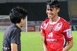 Chùm ảnh: Tuyển thủ vui mừng khi được HLV Miura dự khán ở V-League
