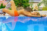HLV Simeone cực lãng mạn với người tình ngực trần
