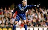 Chùm ảnh: 11 cầu thủ chơi xấu nhất bóng đá Anh