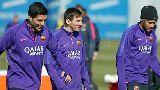Chùm ảnh: Suarez toe toét cùng Barca tập luyện cho BK Cúp nhà Vua