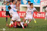 Chùm ảnh: Cầu thủ nhổ nước bọt vào mặt đối thủ ở V-League