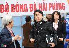 HLV Miura cười tươi rói khi gặp lại học trò cũ tại Lạch Tray
