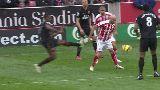 Chùm ảnh: Cận cảnh chấn thương kinh hoàng của cầu thủ Stoke City