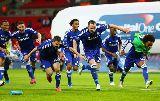 Mourinho ngã nghiêng người trong ngày vô địch League Cup