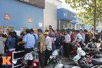 Chùm ảnh: Xếp hàng dài mua vé xem U23 Việt Nam thi đấu