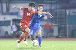 Chùm ảnh: Công Phượng chơi tốt, hậu vệ Uzbekistan buộc phải phạm lỗi
