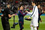 Chùm ảnh: Điểm tin hậu trường 23/04: Messi thích im lặng nhưng lại ngủ ngon nhờ tiếng tivi