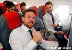 Dàn sao Real Madrid thi nhau 'tự sướng' trên đường đến Italia