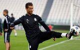 Chùm ảnh: Hạ cánh Italia, Real Madrid sẵn sàng đánh sập thành Turin