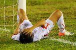 Chùm ảnh: Cầu thủ nữ đổ gục, ông Takashi tiếc nuối vì thất bại