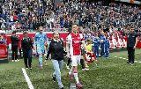 Chùm ảnh: Sao bóng đá dẫn mẹ ra sân trong Ngày của mẹ