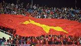 Chùm ảnh: CĐV Việt Nam không được phép mang đại kỳ vào sân