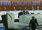 Blatter bị chê quá già và thủ cựu để có thể làm mới FIFA