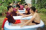 Buổi tập tắm nước đá lạ lùng của U23 Việt Nam