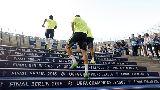Trụ cột Iniesta sung mãn trong buổi tập của Barcelona