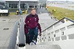 Chùm ảnh: Rooney dẫn đầu tuyển Anh bay đến Slovenia